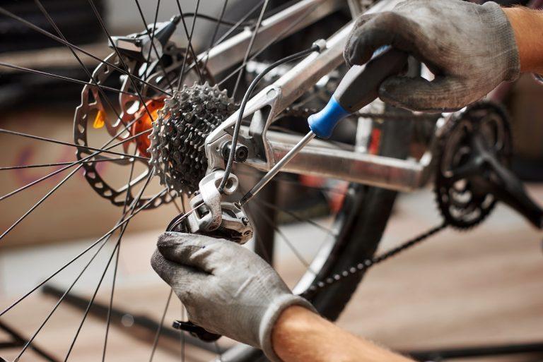Przeskakujący łańcuch w rowerze - jakie są przyczyny?